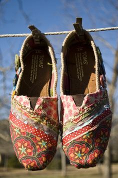 Apparently Toms are amazing but I can't get past the fact that they're all ugly.  But these....I could totally get on board with these.