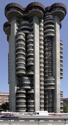 AD Classics: Torre Blancas / Francisco Javier Sáenz de Oiza. #architecture ☮k☮