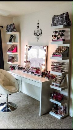 The makeup room design matters. The better designed it is, the easier things get. Need inspiration? If you do, check out our 16 makeup room ideas here Bedroom Vanity, Room Design, Interior, Glam Room, Home Decor, Room Decor, Bedroom Decor, Vanity Room, Interior Design