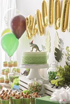 Dinosaur Birthday Party Ideas How to Decorate the Dinosaur Food Table Dinasour Birthday, Dinosaur Birthday Cakes, Elmo Birthday, Birthday Ideas, Geek Birthday, Third Birthday, Boy Birthday Parties, Birthday Table, Party Table Decorations