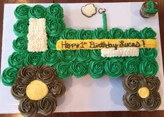 Chang's it to red icing for bubba Tractor Cupcake Cake, Tractor Birthday Cakes, Farm Birthday, 3rd Birthday Parties, Birthday Cupcakes, Third Birthday, Cupcake Cakes, Birthday Ideas, Tractor Cakes