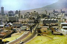 Upper Strand Street 1967 with the lift shaft of BP centre on the left and Trust bank under construction a little further to the right. Old Pictures, Old Photos, Third World Countries, Cape Town South Africa, Most Beautiful Cities, African History, The Good Old Days, Live, Paris Skyline