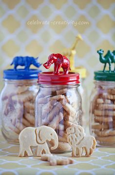 Animal cracker jars craft project.