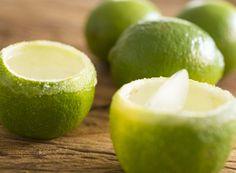 4 unidades de limão tahiti    1 xícara (chá) de pisco    1 colher (sopa) de açúcar    Sal (suficiente para cobrir as bordas dos copinhos)