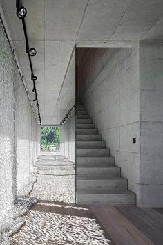 Гостиная, холл в цветах: черный, серый, светло-серый, белый, сине-зеленый. Гостиная, холл в стиле лофт.