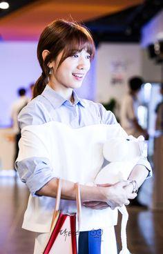 닥터스케치 12 김래원이 주는 인형을 하나둘씩 받으며 행복해하는 박신혜 움짤 이미지
