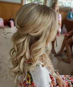 Luminous Long Wavy Prom Hairstyles 2019 for Women to Look Hot and Trendy