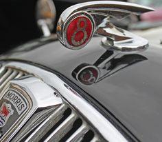 3ders.org - Rebuilding 74-year-old Morris Eight badge with 3D printing | 3D Printing news