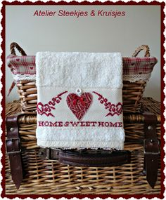 """Small towel kit """"Home Sweet Home"""" with embroidery from Atelier Steekjes & Kruisjes"""