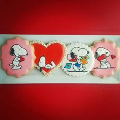 Life's a Batch:  Snoopy Valentine's Day hearts decorated sugar cookies.  Valentine iced biscuits / galletas decoradas de San Valentin #cookiedecorating