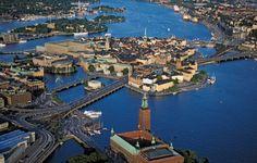 Stockholm aus der Vogelperspektive: Schwedens Hauptstadt ist nah am Wasser gebaut - zum Unglücklichsein gibt es hier aber keinen Grund.