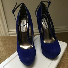 ⚡️⚡️FLASH SALE Steve Madden royal blue shoes These unique Steve Madden shoes will certainly make you the talk of the party. NWOT. Royal Blue. Size 8 Steve Madden Shoes Platforms