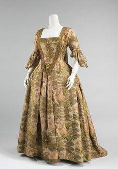 Radiantly lovely golden dress, circa 1730 - 40 (Robe à la Française).