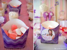Jolie boîte à bonbons à disposer sur un buffet d'anniversaire sur le thème de Violetta (Kids birthday Violetta)