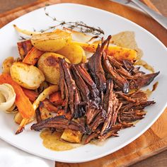 Braised Beef with Maple Syrup and Balsamic Vinegar - Recipes - Cooking and Nutrition - Pratico Pratique Meat Recipes, Slow Cooker Recipes, Mexican Food Recipes, Cooking Recipes, Ethnic Recipes, Cooking Food, Confort Food, Braised Beef, Batch Cooking