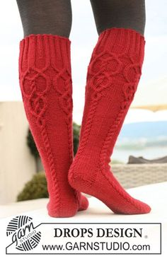 Socks & Slippers - Free knitting patterns and crochet patterns by DROPS Design Cable Knit Socks, Crochet Socks, Knitted Slippers, Wool Socks, Knit Mittens, Knitting Socks, Free Knitting, Knit Crochet, Red Socks