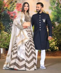 Sonam Kapoor Wedding Pictures - The moment everybody was waiting for is finally here! Sonam Kapoor is wedding her long time beau Anand Ahuja after keeping her relationship with him quite private for a long time. Indian Groom Wear, Indian Attire, Indian Wear, Indian Style, Fashionista Trends, Indian Wedding Outfits, Indian Outfits, Indian Weddings, Indian Reception Outfit