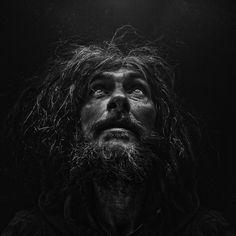 Le storie e i volti dei senzatetto nelle fotografie di Lee Jeffries