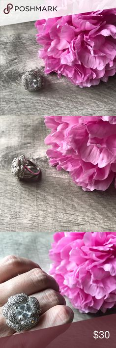 ➳ Flower Statement Ring ➳ AMAZING NWOT flower statement ring! I purchased from a jewelry boutique in San Jose, CA but have never worn. I think it's between size 7 and 8. No trades. Jewelry Rings