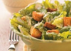 Easy Caesar Salad Recipe- Recipes Fans of Caesar salad will find the dressing used in this tasty version one of the best. My sister, Jan, developed the recipe and was nice enough to share her secret with me. Easy Caesar Salad Dressing, Classic Caesar Salad, Salad Dressing Recipes, Salad Dressings, Easy Ceasar Salad, Ceaser Salad Recipe, Easy Salad Recipes, Healthy Recipes, Cat Recipes