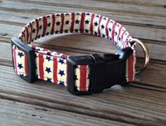 This handmade Patriotic USA Flag Print Collar is custom made for you with cotton fabric and thick, quality interfacing that reinforces the fabric to make the leash durable and sturdy for you and your dog. Our collars come in 5 sizes, as follows:  Extra Small: 3/4 wide, adjustable to fit a 6 - 9 neck Small: 3/4 wide, adjustable to fit a 8 - 12 neck Medium: 1 wide, adjustable to fit a 10 - 17 neck Large: 1 wide, adjustable to fit a 14 - 22 neck Extra Large: 1 wide, adjustable to fit a...