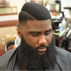 """A juice box fade gets its name from the iconic haircut Tupac wore in the cult classic film """"Juice."""" Here are 33 juice box fade haircuts for men. Fade Haircut With Beard, Taper Fade Haircut, Beard Haircut, Beard Fade, Black Men Haircuts, Black Men Hairstyles, Hairstyles Haircuts, Modern Hairstyles, Layered Haircuts"""