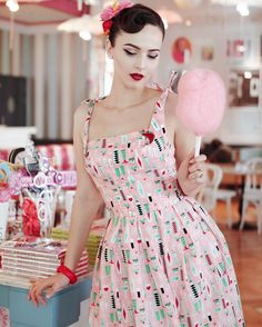Retro glam looks of the past are back in a big way-and not just on runway supermodels. Look Vintage, Vintage Girls, Vintage Outfits, Rockabilly Outfits, Rockabilly Fashion, Rockabilly Cars, Jackie Kennedy, 1940s Fashion, Vintage Fashion