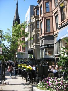 Our Back Bay Clubhouse is located at the end of this iconic street. Boston Newbury Street, Boston, credit Tim Grafft/MOTT | von Massachusetts Office of Travel & Tourism