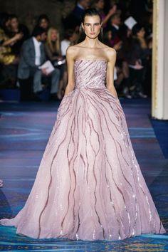 Zuhair Murad Spring 2019 Couture Fashion Show - Zuhair Murad Spring 2019 Couture Collection – Vogue - Haute Couture Gowns, Couture Dresses, Couture Fashion, Vestidos Fashion, Fashion Dresses, Look Fashion, Fashion Show, High Fashion, Fashion Details