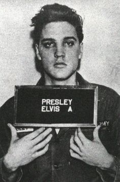 Happy Birthday to the King of Rock n Roll, Elvis Presley! Music Rock, My Music, Rock And Roll, Celebrity Mugshots, Cinema, Musica Popular, We Will Rock You, Celebrity Gallery, Stevie Wonder