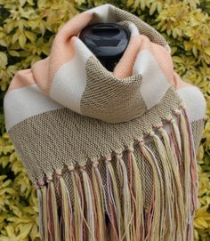 a62adaa22652 Étole écharpe tissée main en laine et soie coloris jaune marron blanc  saumon   Echarpe, foulard, cravate par chaliere
