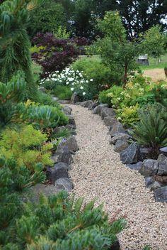 Gravel Garden, Garden Edging, Garden Paths, Pea Gravel, Walkway Garden, Gravel Pathway, Concrete Walkway, Pergola Garden, Lawn Edging