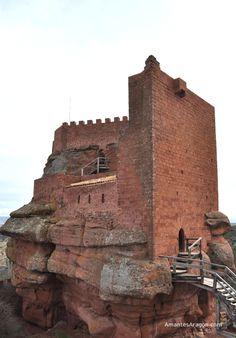 Castillo de Peracense.- Teruel.-Spain Religious Architecture, Architecture Old, Castle Ruins, Medieval Castle, Old Churches, Beautiful Castles, Spain And Portugal, Kirchen, Spain Travel
