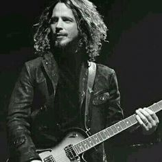 Cause only Christopher could perform in a turtleneck and leather jacket and look COOL. Chris Cornell, Temple Of The Dog, Men's Leather Jacket, Rock Legends, Pearl Jam, Country Boys, Look Cool, Beautiful Men, Beautiful Voice