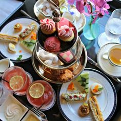Afternoon tea has been raised to the level of art in San Francisco. As well as a slice of peace and quiet, you can enjoy a food service that reflects the culinary ingenuity and adventure of the city itself. You can spoil yourself on almost any budget—from less than $20 up to stratospheric champag...