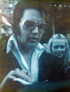 TY to @SandiPichon for the #ElvisHistory pic of #Elvis at the hotel in #Murfreesboro TN 14/3/74