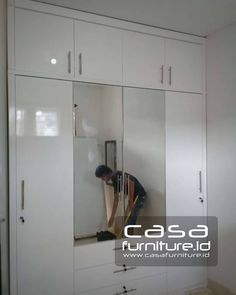 "73 Suka, 2 Komentar - KITCHEN SET,LEMARI MINIMALIS (@casafurniture.id) di Instagram: ""Lemari pakaian Finishing Duco putig di Komplek Paradise Resort Cluster The Bay Jl. Aria Putra,…"" Kitchen Sets, Locker Storage, It Is Finished, Interior, Stuff To Buy, Furniture, Bedroom, Instagram, Fitness"