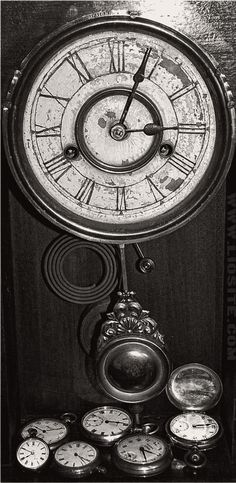 """Il tempo lo facciamo noi. Cambia in base a come noi lo viviamo e lo percepiamo.  """"Che ore sono? Non voglio saperlo. Le ore in cui si aspetta non hanno la durata del tempo quotidiano. La loro misura non è [...]""""  #StefanoBenni, #LeBeatrici,#tempo, #attesa, #liosite, #citazioniItaliane, #frasibelle, #frasilibri, #citazionidalibri, #italianquotes, #sensodellavita, #perledisaggezza, #perledacondividere,"""