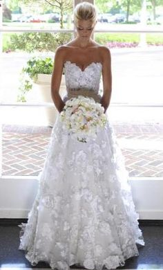 Luxurious Full Appliques Flowers A-line Sweetheart Wedding Dress