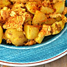 Spicy fried potatoes and a classic egg scramble combine to make a hearty and zesty breakfast. Potato And Egg Breakfast, Egg Recipes For Breakfast, Breakfast Potatoes, Potatoes In Microwave, Brunch Dishes, Peeling Potatoes, Fried Potatoes, Scrambled Eggs, Potato Recipes