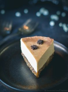 "A nutty raw vegan cheesecake with a winter-spiced ""gingerbread"" crust and a mellow and creamy orange-flavored filling. Refined sugar-free and gluten-free. New Year's Desserts, Christmas Desserts Easy, Cute Desserts, Vegan Desserts, Dessert Recipes, Vegan Christmas, Vegan Treats, Simple Christmas, Dessert Ideas"