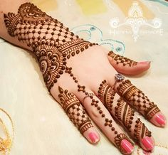 In this collection we have collected most beautiful and amazing back hand mehndi designs ideas for your inspiration. You can choose your next henna design. Henna Hand Designs, Eid Mehndi Designs, Rajasthani Mehndi Designs, Simple Arabic Mehndi Designs, Mehndi Design Images, Mehndi Patterns, Beautiful Mehndi Design, Latest Mehndi Designs, Mehndi Designs For Hands