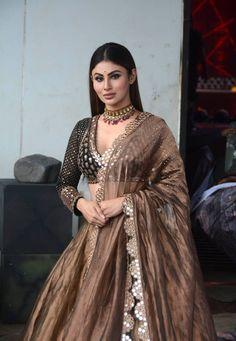 Celebrity news indian tv actress, kim jiwon actress, red hair … Desi Wedding Dresses, Indian Wedding Outfits, Indian Outfits, Bridal Outfits, Indian Fashion Dresses, Dress Indian Style, Indian Designer Outfits, Indian Attire, Indian Ethnic Wear