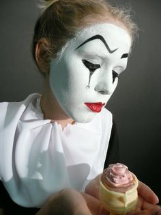 Mime Makeup, Halloween Makeup, Fb Profile Photo, Clown Images, Mime Face Paint, Pierrot Clown, Female Clown, Character Makeup, Theatrical Makeup