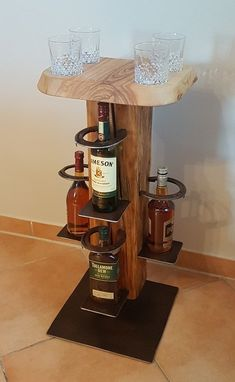 Whiskey Ständer - Tricot et crochet - Woodworking Projects Diy, Woodworking Shop, Woodworking Plans, Wood Projects, Whisky, Liquor Dispenser, Cream For Dry Skin, Wood Furniture, Wine Rack