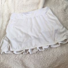 Lululemon wet•dry•warm skort Lululemon wet•dry•warm skort perviously worn and loved, not a bright white anymore, inner draw string is inside now and needs to be fished out, size tag is off but is a 6. Still cute and comfy. lululemon athletica Shorts Skorts