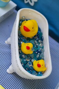 Rubber duck table decoration parties pinterest food for Rubber ducky bathroom ideas