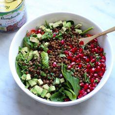 Lunch was this AMAZING lentil salad! Recipe up on the blog - link in bio for all the lovely dutchies: wist je al dat 2016 uitgeroepen is tot #hetjaarvandeboon?! Daar horen natuurlijk lekkere plantbased recepten bij! Gisteravond maakte ik deze geweldige veggiebowl met de lekkerste linzen van #bonduelle met granaatappeldressing. Benieuwd naar het recept?! Hij staat nu online - link in bio  by vegandetox