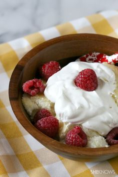 Slow cooker lemon berry scoop cake #recipe