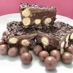 Ένα πανεύκολο σοκολατένιο γλυκό ψυγείου με maltesers, με 5 μόνο υλικά, χωρίς ψήσιμο, έτοιμο σε 20 λ για το ψυγείο. Μια πολύ εύκολη για αρχάριους, συνταγή γ